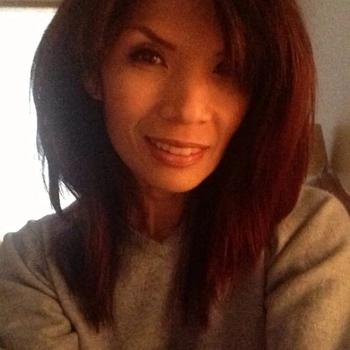 Rijpe Aziatische vrouw met veel seksuele ervaring.